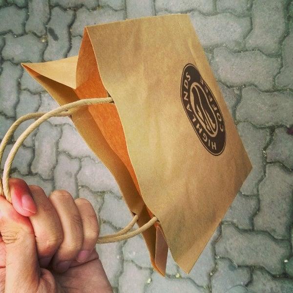 Highlands Coffeelà một trong những thương hiệu tiên phong sử dụng túi giấy